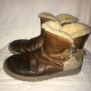 Ugg Daelynn short shearling boots leather brown 8